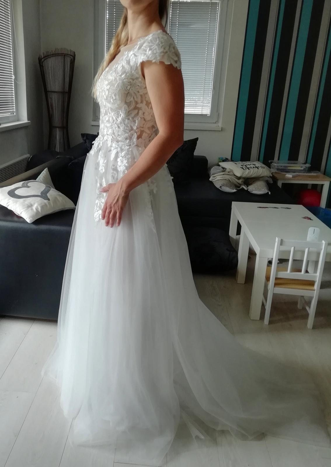 Nádherné krajkové šaty - Obrázek č. 2