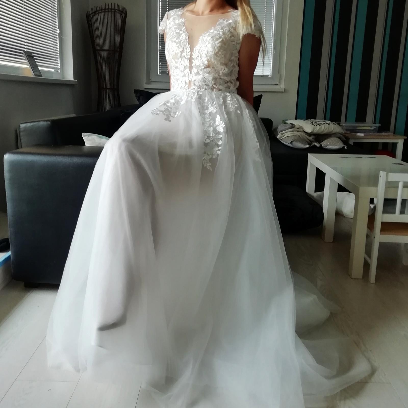 Nádherné krajkové šaty - Obrázek č. 1