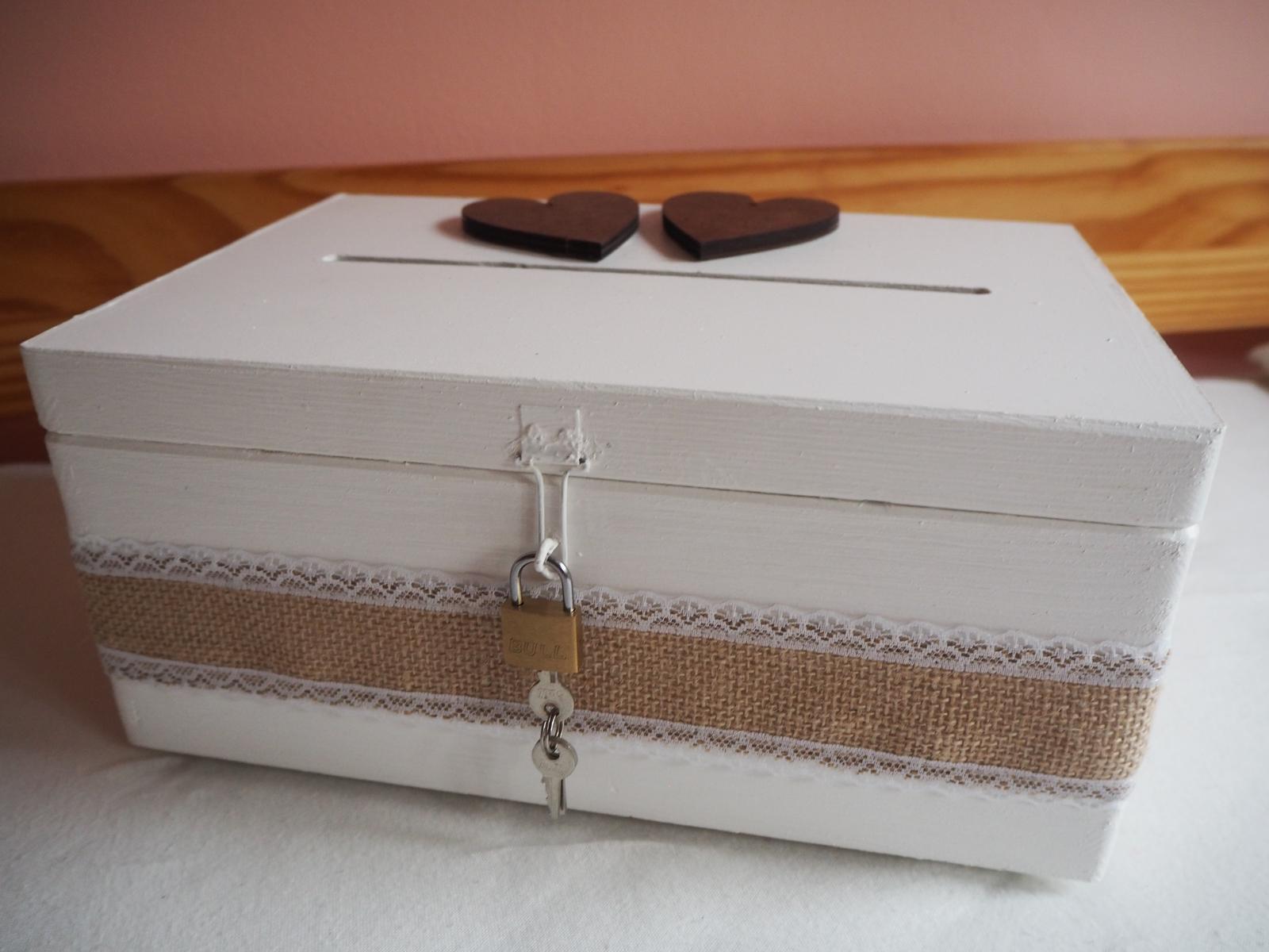 Pokladnička na svatební dary (dřevěná), dozdobená jutou - Obrázek č. 1