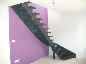 konečne dnes nám namontovali schody