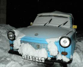 Náš svatební vůz. Jen ho snad do svatby z toho sněhu stihneme vyhrabat ....