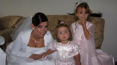 najkrajšie družičky: neter 4,5-ročná Tamarka a krsniatko 1,5- ročná Terezka