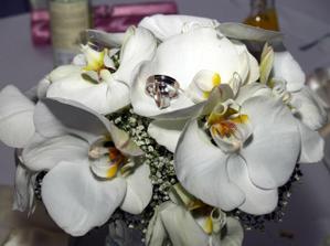 moja svadobná kytica + obrúčky