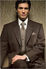 táto farba čokoládová parížska sa mne velmi páči, len by som dala smotanovú kravatu a kapesník..