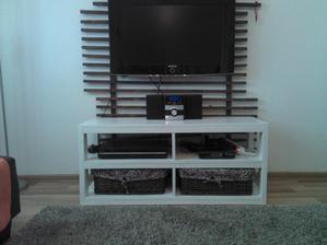 Stol pod TV vyhotoveny mojim manzelom