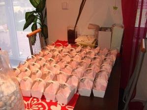 ....příprava na rozvážení koláčků...