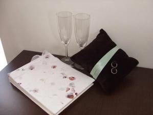 ....co všechno už máme, svatební kniha hostů, skleničky, prstýnky