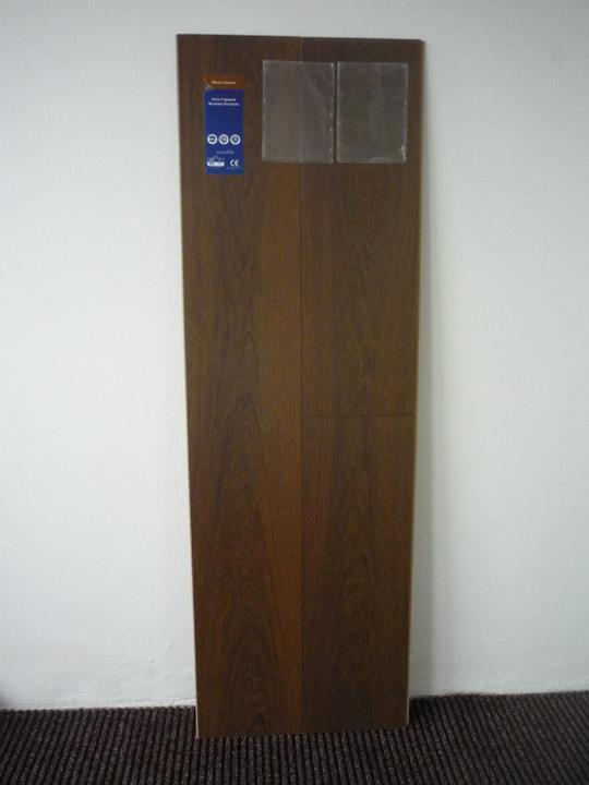 """Náš  domček  - krok za krokom - V celom dome bude použitá táto laminátová podlaha s priznanou """"V"""" drážkou."""