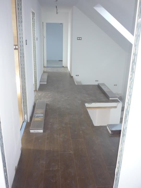 Náš  domček  - krok za krokom - Do dnešného dňa je 90% laminátovej podlahy na svojom mieste.