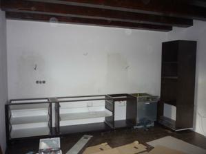 11.4.2012 Začiatok montáže kuchynskej linky.