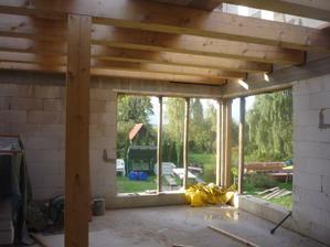 Kuchyňa + obývacia izba. Pohľad od obývacej izby.
