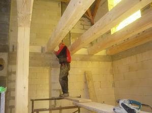 26.2.2011 - 27.3.2011Brúsenie a frézovanie drevených trámov pred natieraním.