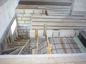 Na druhý deň boli schody zašalované a spevnené železom.