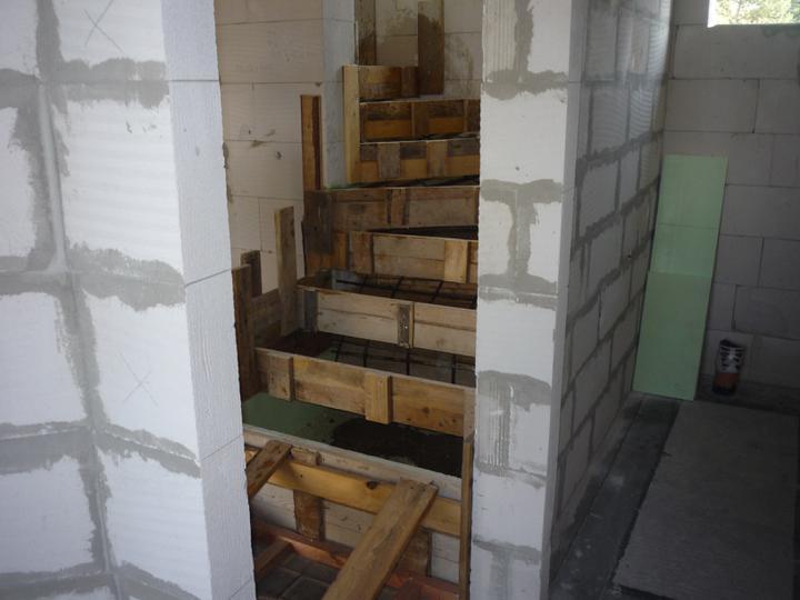 Náš  domček  - krok za krokom - Všetko pripravené na betónovanie. To sme už zvládli svojpomocne.