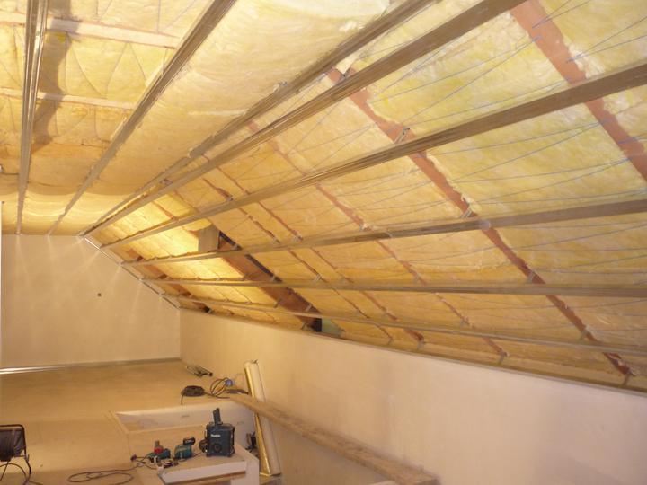 Náš  domček  - krok za krokom - Nahodená konštrukcia pod sadrokartón.