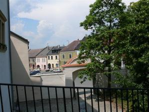 Přerov, zámek - muzeum J A Komenského, výhled ze dveří