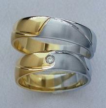 naše prstýnky, jen bez kamínku...