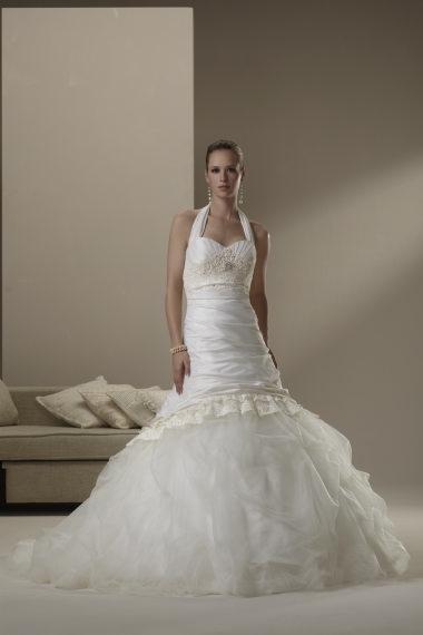 Óóó šaty ... - Už len zo zvedavosti som si tieto svadobné vyskúšala