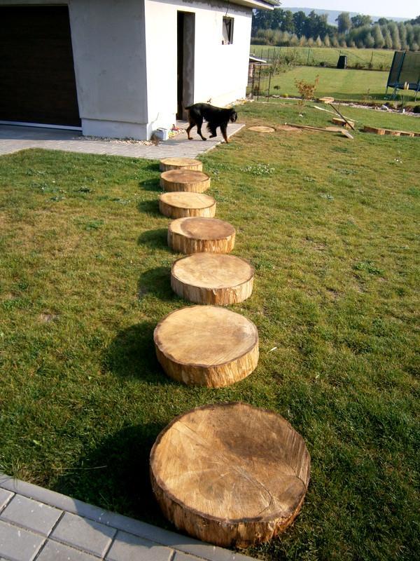 Zahrada a předzahrádka - krásné dubové nášlapy