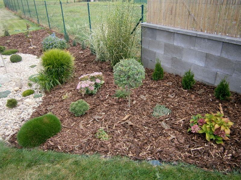 Zahrada a předzahrádka - rozsypáno