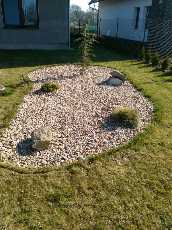 Zahrada a předzahrádka - obřezáno ,vytvarováno ;-)