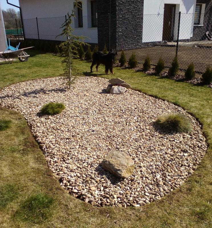 Zahrada a předzahrádka - hotovo :D