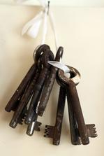 klíče posbírané v dílně, odkud jsou nikdo neví...