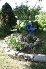 trucovací židle u bylinkové spirály