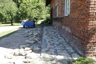 hotové zápraží z kamenů a ještě nám materiál zbyl