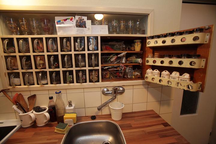 Šuplíčky a kořenková skříňka po babičce