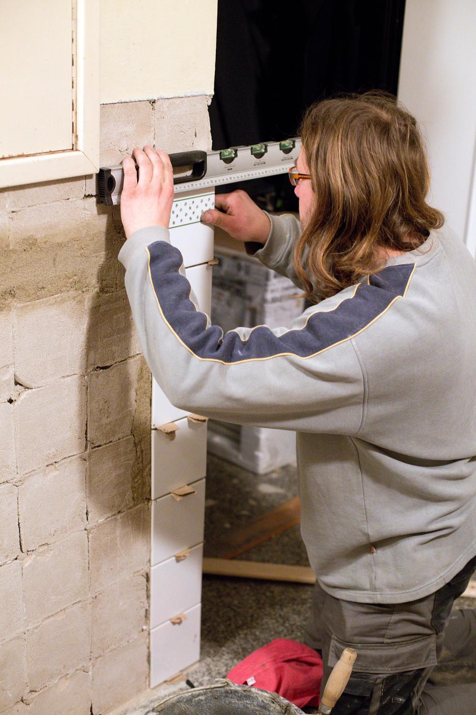 Modernizujeme kuchyňku - už lepíme