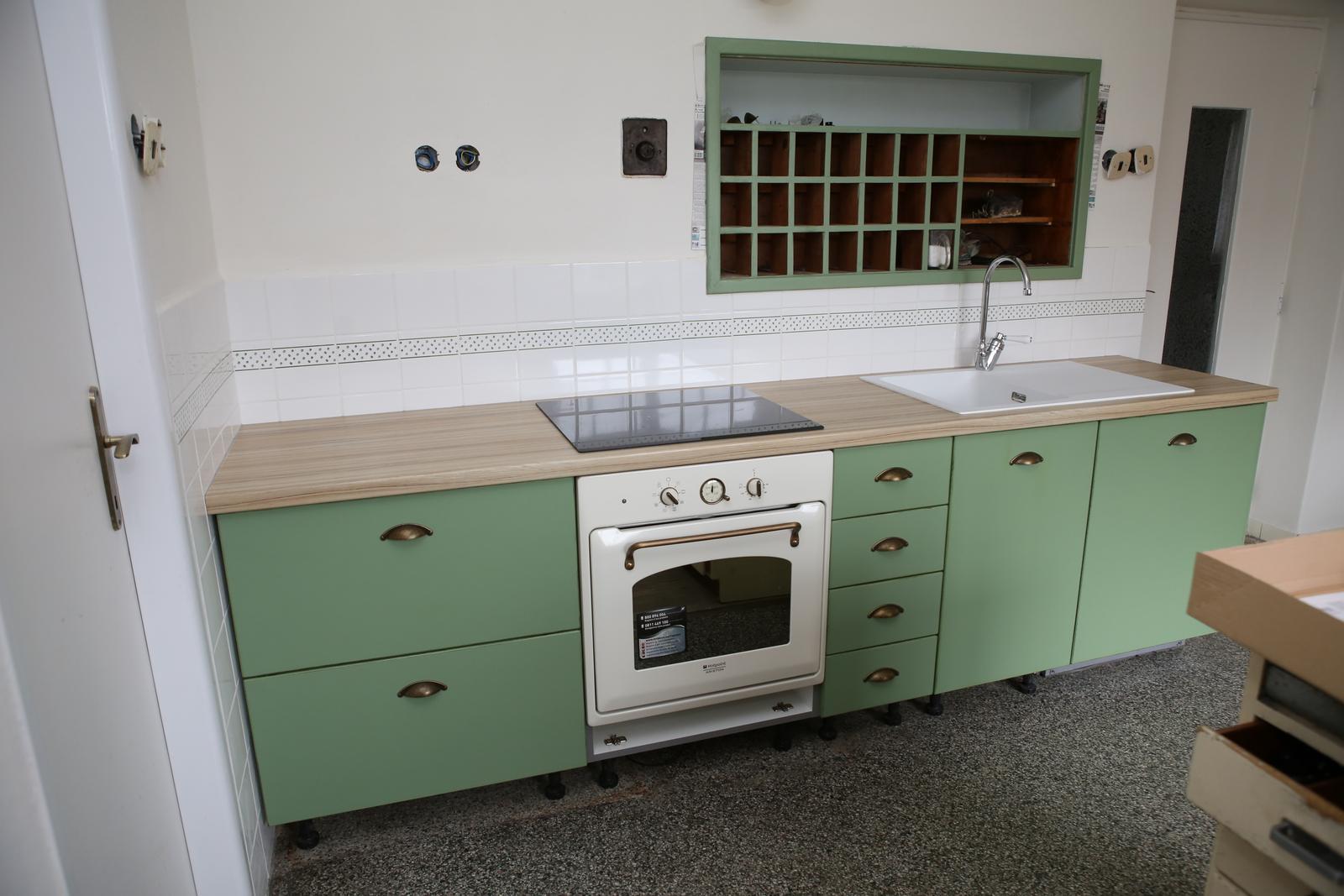 Modernizujeme kuchyňku - počkám až doschne silikon a jdu uklízet