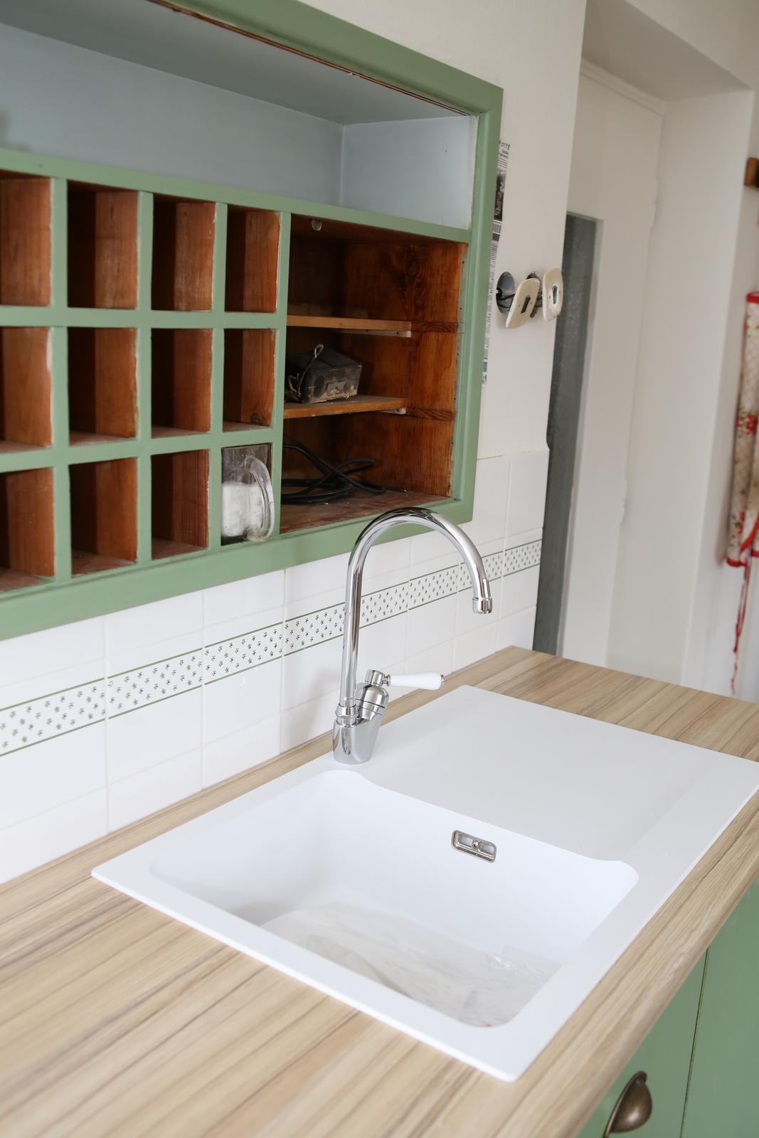 Modernizujeme kuchyňku - musí předělat dvířka ke kořence