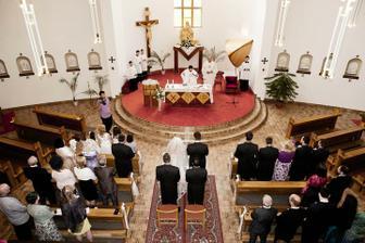V kostoliku, mali sme dvoch fararkov.
