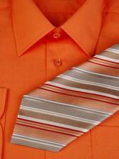 ještě pořád nevíme zda i oranžovou košili...ale tohle vypadá pěkně :-)