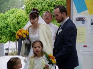 Moje male druzicky pred svadobnym pochodom.