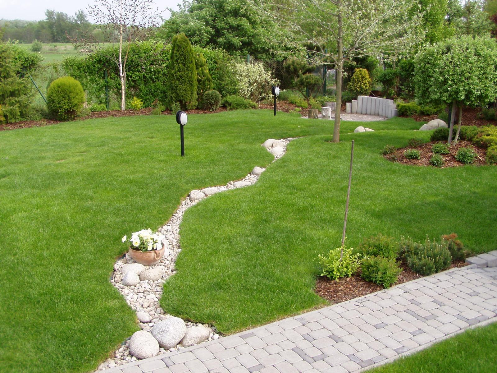 Nápady na zahradu - suchý potok