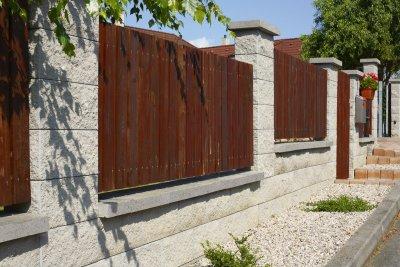 Naše dilema plot - BEST - NATURA I, II, povrch STANDARD štípaný, barva přírodní