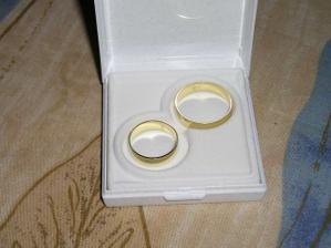 naše prstýnky, jsou jednoduché 5mm široké a krásné...