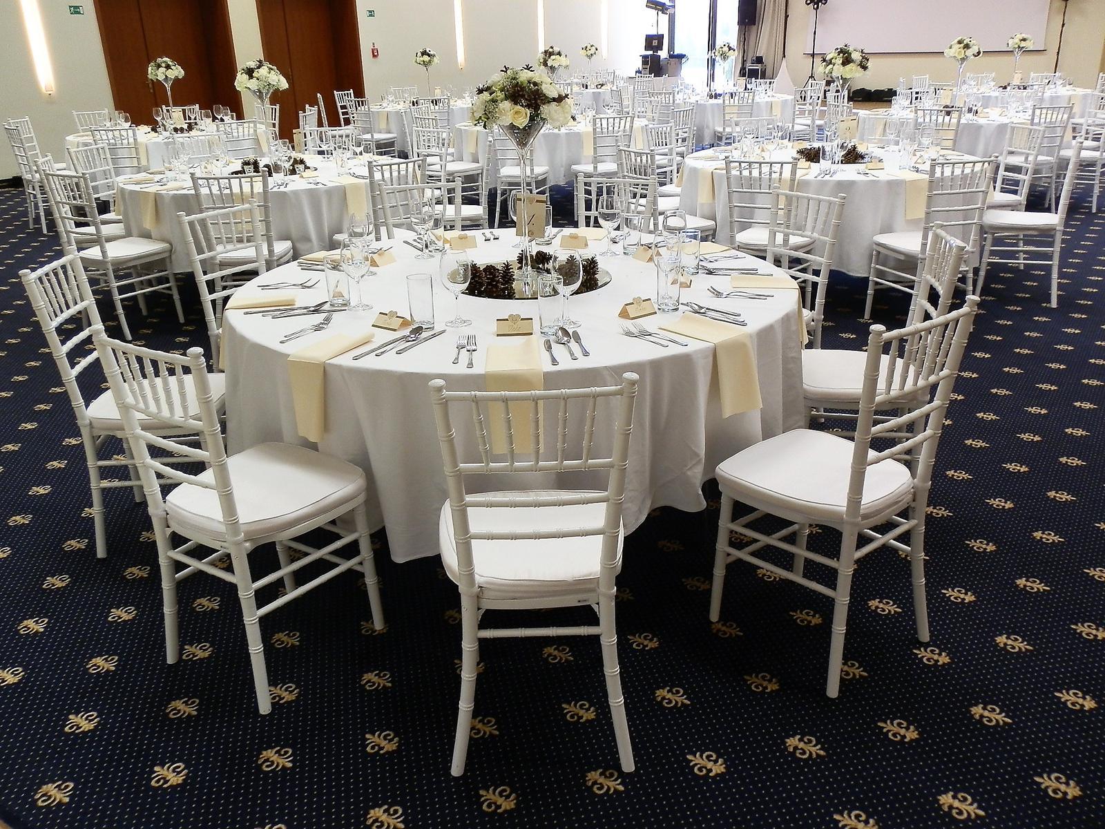 Elegantné biele chiavari stoličky dodajú vašej svadbe ten správny šmrnc... - Obrázok č. 2