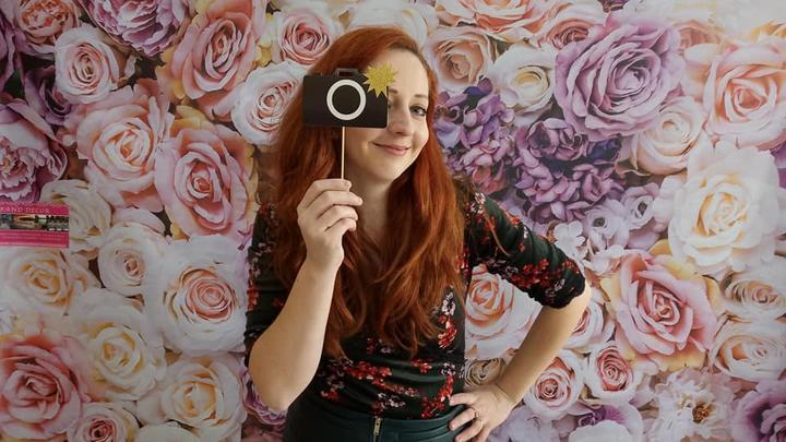 Fotostena s kvetinovým pozadím - Obrázok č. 2