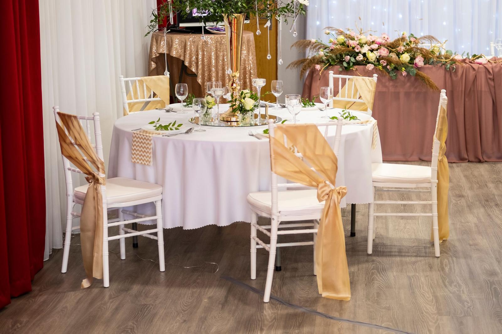Biele chiavari stoličky prenájom 2,50 Eur - Obrázok č. 1