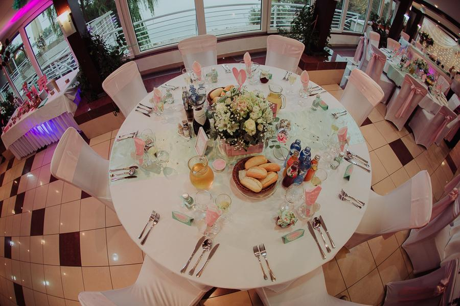 Okrúhle stoly + obrusy prenájom - Obrázok č. 1