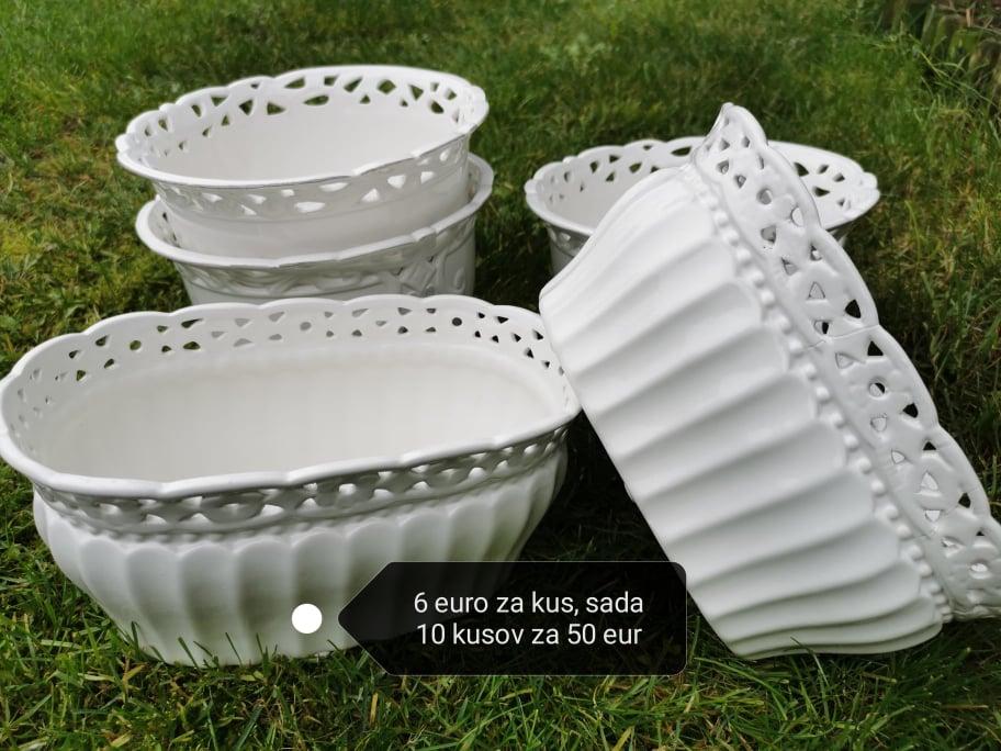 Biele kvetináče keramické - Obrázok č. 1