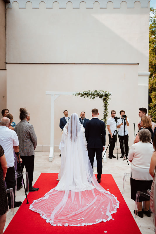 Minuloročná greenery svadba v Šimák Zámku v Pezinku - Obrázok č. 2