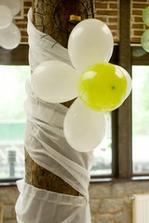 kedze budeme mat v sale tiez stlpy,tak take bude urcite,len balonky bielo-bordove