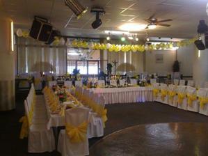 v tejto sale a v bordovej farbe bude nasa svadba