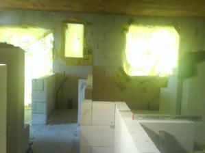 Pohľad z chodbičky na WC a spálňu