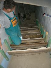 šalovanie schodov do pivnice