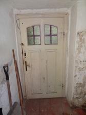 Vchod-pohlad z opacnej strany. Od byvaleho wc.